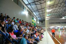 Bom público compareceu para assistir à partida final