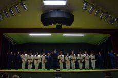 Formandos de taekwondo durante o juramento de faixa-preta