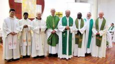 Definidores carmelitas, com o frei Marcos ao centro