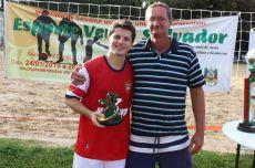 Willian recebeu troféu de goleador do campeonato