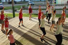 Aula de Dança Zumba foi realizada no pavilhão de shows do Parque Municipal