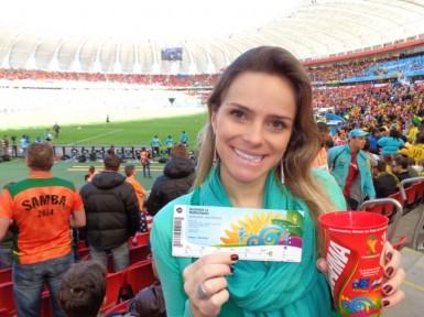 Comissária Shana em jogo da Copa do Mundo 2014 (Foto: arquivo pessoal)
