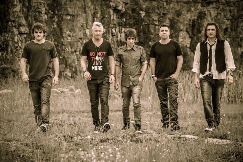 Banda da região, Dinamite Joe faz sucesso com o estilo rock pop (Foto: Leonardo Savaris)