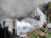 Incêndio em fábrica de sofás de Canto Krewer faz escola ser evacuada