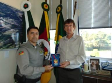 Anildo Petry recebeu comenda da Brigada Militar (Foto: Divulgação/Prefeitura)