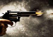 Homens atiram em casa e atingem adolescente