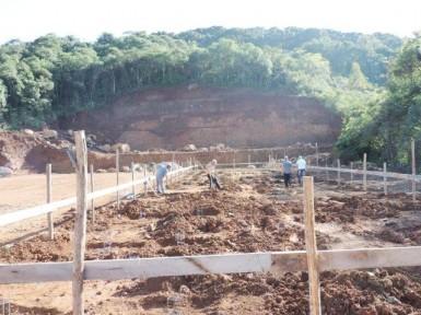Obras na nova escola já estão em execução (Foto: Divulgação/Prefeitura)