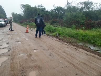 Professoras avisaram a Brigada de que corpo estava na estrada (Foto: André de Oliveira/Rádio Viva)