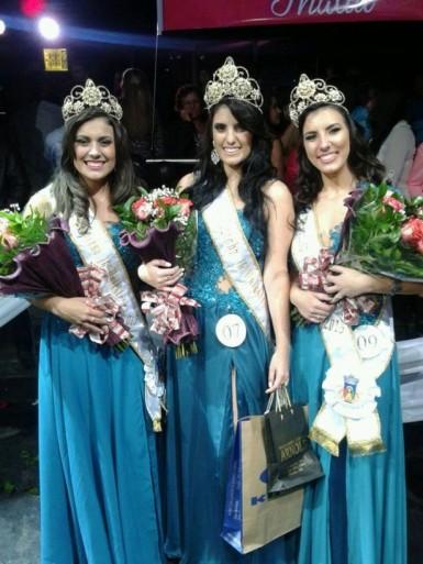 Rainha Andressa e princesas Lauren e Letícia (Foto: Samuel Souza/Jornal Primeira Página)