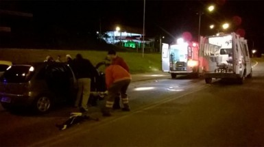 Corolla e Corsa colidiram perto da rodoviária (Foto: Brigada Militar)