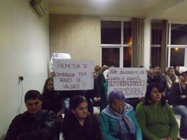 Lutadores fizeram protesto na Câmara de Vereadores