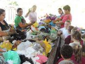 Crianças têm aula sobre separação de lixo