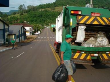 Caminhão fará coleta do bota-fora em 30 de junho (Foto: Divulgação/Prefeitura)