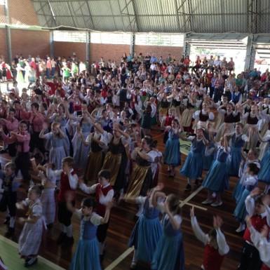 Encontro reuniu grupos de danças infantis no sábado (Foto: Divulgação/Prefeitura)