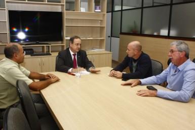 Vale-realenses se reuniram com o secretário estadual da Educação, Vieira da Cunha (Foto: Divulgação/Prefeitura)