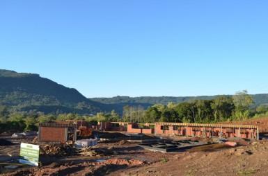 Prédio da Escola Tiradentes avançam: ano letivo de 2016 deve iniciar na nova sede (Foto: Divulgação/Prefeitura)