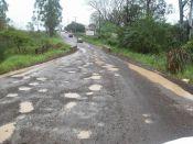 Daer promete asfaltar trecho esburacado de Picada Cará
