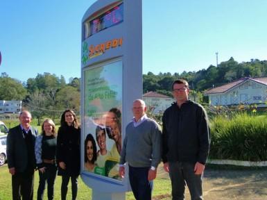 Solenidade de entrega contou com a presença do vice-presidente do Sicredi, Mário Konzen (Foto: ACAF/Priscila Tonietto)