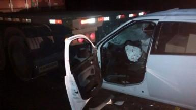 Motorista do carro sofreu ferimentos (Foto: Bombeiros)