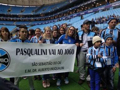 Crianças caienses conheceram a Arena do Grêmio (Foto: Divulgação/Prefeitura)