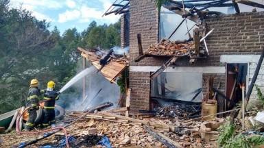 Bombeiros de Caí e Portão combateram as chamas (Foto: Bombeiros de Caí)