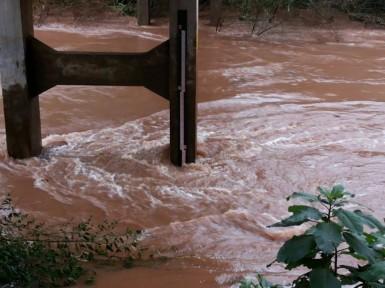Como a chuva parou, não deverá ter enchente (Foto: Bombeiros)