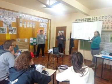 Alunos da Escola Renascer foram orientados sobre a presença dos macacos-prego (Foto: Divulgação/Prefeitura)