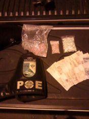 Drogas e acusados foram encaminhados para a Delegacia (Foto: Brigada Militar)