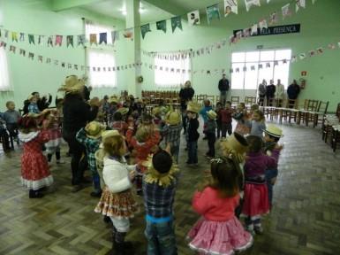 Festa de São João: crianças comemoram o santo com atividades e comida típica (Foto: Divulgação/Prefeitura)